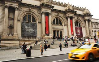 大都会博物馆游客玻璃瓶砸伤保安