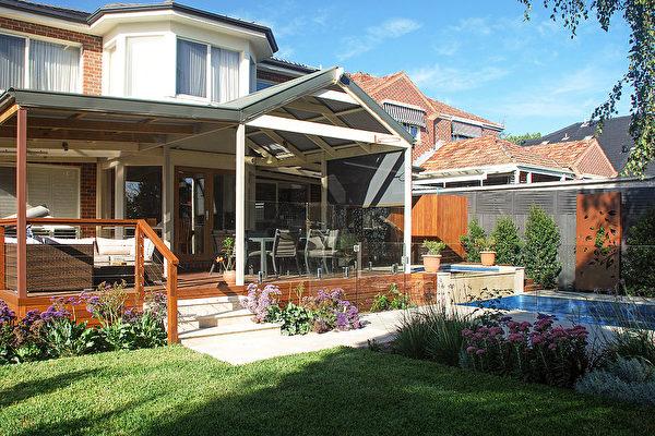 花园的三个主要区域为泳池&Spa、抬高的木平台以及炉火草坪区。(Whyte Gardens提供)