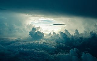 云中漫步者是谁?欧洲上空拍到神奇照片
