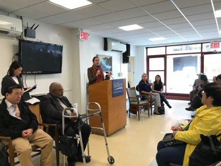 州眾議員李羅莎(Nily Rozic)組織NYCHA 、HPD、老人局、Selfhelp,向耆老介紹政府樓和平價屋申請辦法。