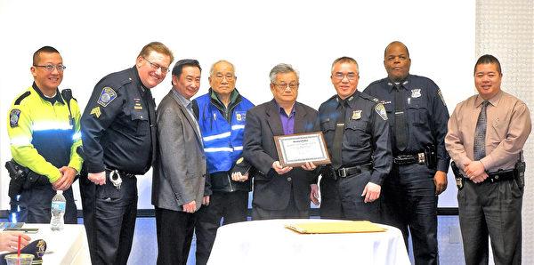 中华公所捐8万 助华埠安全