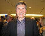 从事IT业的Wolfgang Voigt于2017年4月5日在奥地利布雷根茨观看了神韵演出。(黄芩/大纪元)
