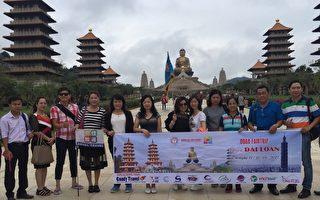 高市觀光局14日表示,越南踩線團對南台灣風情感興趣,感受高雄宗教氣息。(高市觀光局提供)