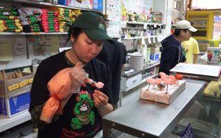 华埠冰淇淋老字号 华裔女生继承父业