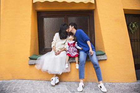 宥勝攜妻小拍婚紗。(怡佳娛樂提供)