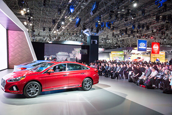 紐約國際車展新車發表,2018 Hyundai Sonata。(戴兵/大紀元)