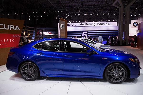 紐約國際車展新車發表,2018 Acura TLX。(戴兵/大紀元)