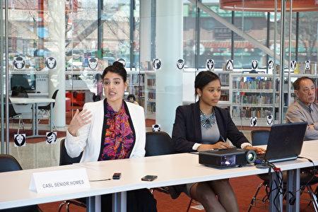 市书记官瓦伦西亚(左一)曾于3月24日与中国城社区见面介绍市民卡。(温文清/大纪元)
