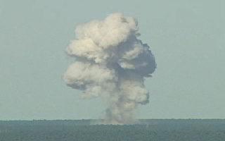 美國四名知情的軍事官員表示,美軍向阿富汗伊斯蘭國(IS)據點投下最強大的大型空爆炸彈。圖為2003年3月11日,美國在佛羅里達州南部一個空軍基地,成功進行MOAB首次實彈試驗。 (Photo by USAF via Getty Images)
