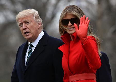3月17日,梅拉尼娅和总统川普离开白宫,前往马拉阿哥庄园。(Photo by Justin Sullivan/Getty Images)