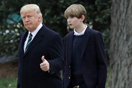 川普和巴伦3月17日在白宫。(Chip Somodevilla/Getty Images)