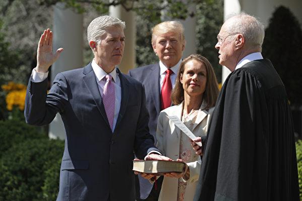 戈萨奇宣誓就职 将对美高院产生重大影响