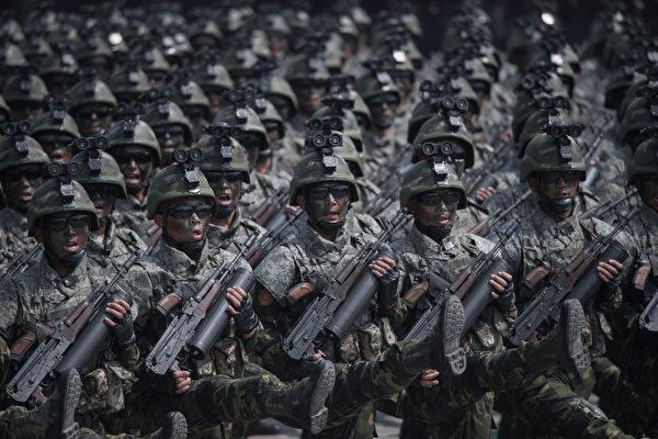 美媒:朝鲜游行破绽百出 一场滑稽模仿秀