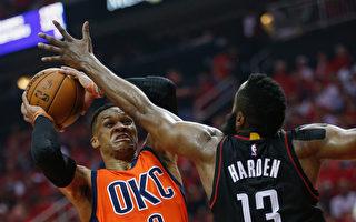 NBA季后赛哈登力压威少 火箭31分差大胜雷霆