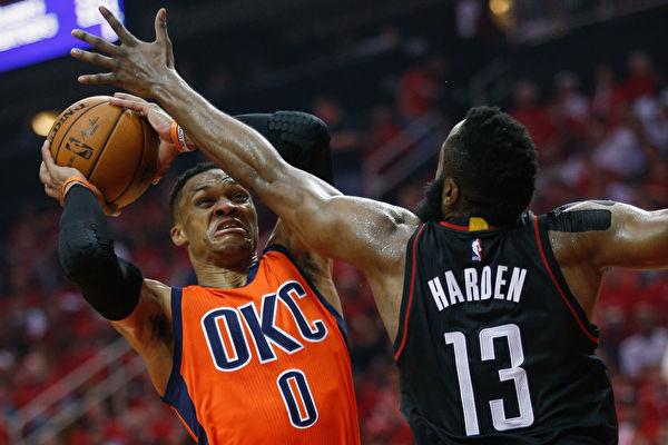 NBA季後賽哈登力壓威少 火箭31分差大勝雷霆