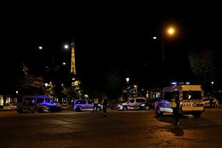 到處可見警車。(THOMAS SAMSON/AFP/Getty Images)