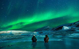 组图:挪威极光下的最浪漫求婚 惊喜度满分
