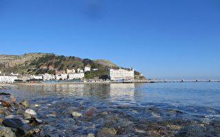 平靜的海面,清澈的海水,蘭迪德諾著實帶給人不小的驚喜(大紀元圖片)