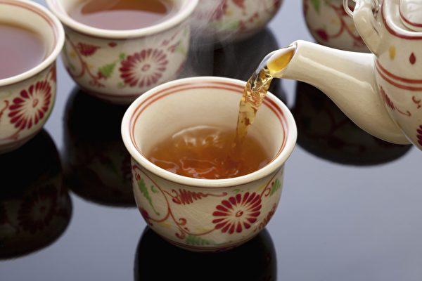 绿茶含抗氧化剂更多,含咖啡因较少,通常被认为是更健康的选择。 (KPG_Payless/Shutterstock)