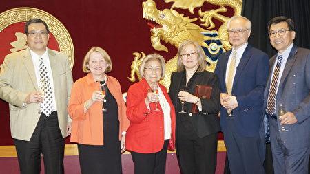 中华颐养院康复中心年会, 表彰赞助成员代表:(左起)陈仕维、Anne-Marie Soulliere、陈秀英、陈钟佩玲、Gerard Fong、雷伟志。(廖述详/大纪元)