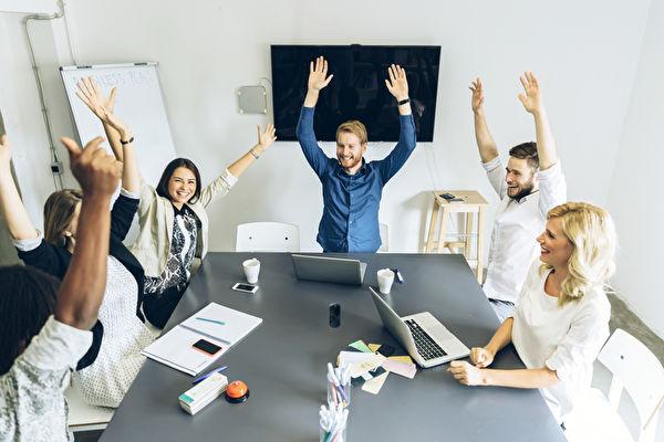 用積極、勤奮、熱情的態度面對自己的工作,就能帶給別人幸福。(fotolia)