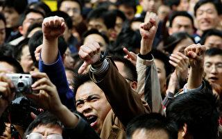 學者認為,中國表面強大實際很脆弱。並分析,中國有11億人口處在中下貧窮階級才是真實狀況,「民間對共產黨超級不滿」。(Guang Niu/Getty Images)