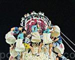 香港六萬人頂酷熱飄色巡遊搶包山