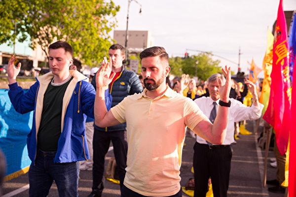2017年5月11日,纽约中领馆抗议中共迫害法轮功。(戴兵/大纪元)