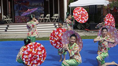 中华民俗艺术工作坊的舞蹈表演。(廖述祥/大纪元)