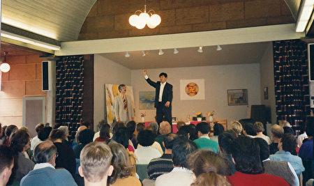 李洪志师父1995年4月在哥德堡举办七天面授学习班时的会场。(明慧网)