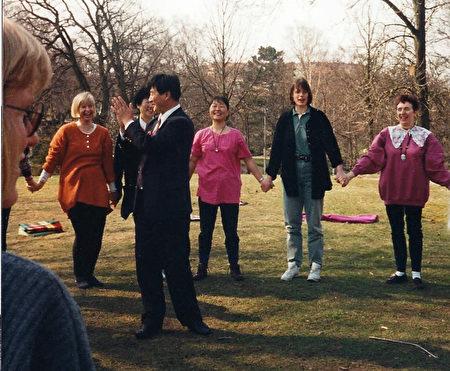 2010-12-14-minghui-sweden-shifu-05