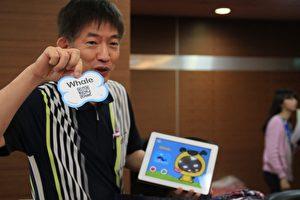 廖和信展示PadKaKa 動畫卡片,獲得銀奬。(許享富/大紀元)