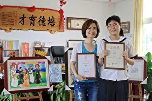 王妤文與為女兒再三遷移的母親梁淑美合影。(許享富/大紀元)