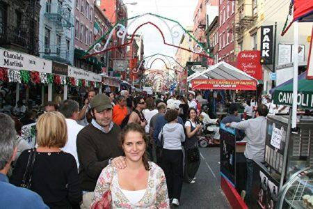 小意大利的街區風格和唐人街迥然不同,到處能看到象徵義大利國旗的紅、白、綠三色。