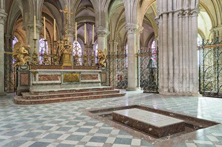 征服者威廉的坟墓(维基百科公有领域)