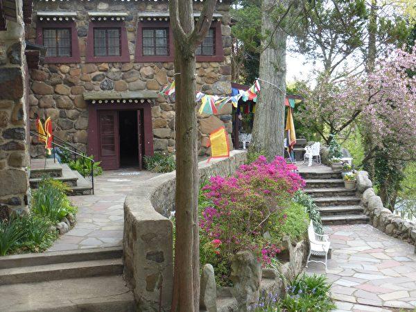 雅克‧马歇西藏艺术博物馆内的三昧花园。(Courtesy of Jacques Marchais Museum of Tibetan Art)