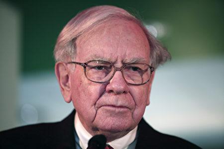 """巴菲特(如图)旗下波克夏哈萨威公司周六(5月6日)举行年度股东大会,一名中国投资人问如何投资中国股市时,巴菲特回答,股市有时很像""""赌场""""。(Bill Pugliano/Getty Images)"""