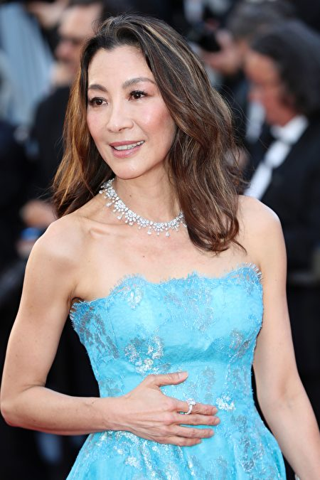 Chinese-Malaysian actress Michelle Yeoh poses as she arrives on May 17, 2017 for the screening of the film 'Ismael's Ghosts' (Les Fantomes d'Ismael) during the opening ceremony of the 70th edition of the Cannes Film Festival in Cannes, southern France. / AFP PHOTO / Valery HACHE (Photo credit should read VALERY HACHE/AFP/Getty Images)