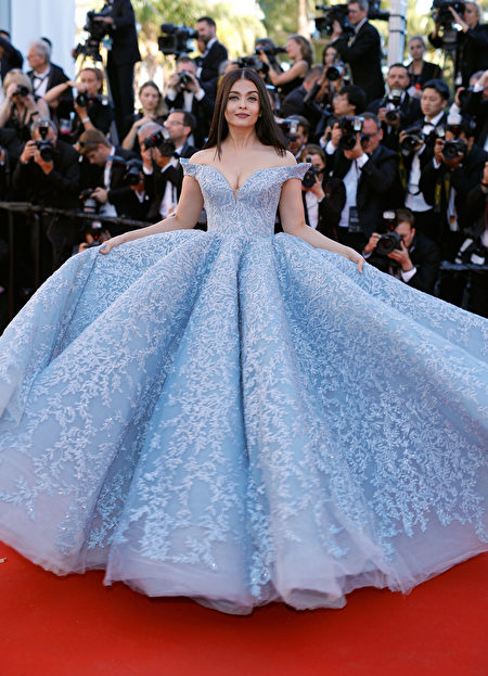 """CANNES, FRANCE - MAY 19: Aishwarya Rai Bachchan attends the """"Okja"""" screening during the 70th annual Cannes Film Festival at Palais des Festivals on May 19, 2017 in Cannes, France. (Photo by Andreas Rentz/Getty Images)"""