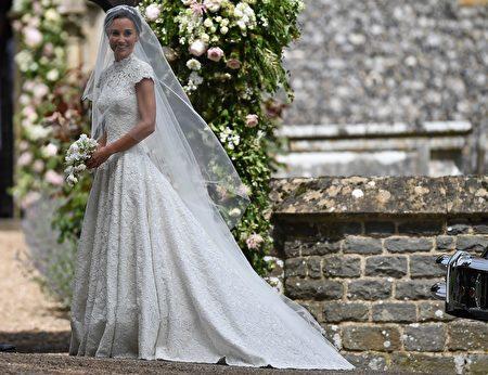 凯特王妃的妹妹皮帕5月20日结婚。图为皮帕抵达教堂。(Photo credit should read JUSTIN TALLIS/AFP/Getty Images)
