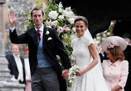 ENGLEFIELD, ENGLAND - MAY 20: Pippa Middleton and James Matthews smile for the cameras after their wedding at St Mark's Church on May 20, 2017 in Englefield, England. Middleton, the sister of Catherine, Duchess of Cambridge married hedge fund manager James Matthews in a ceremony Saturday where her niece and nephew Prince George and Princess Charlotte was in the wedding party, along with sister Kate and princes Harry and William. (Photo by Kirsty Wigglesworth - Pool/Getty Images)