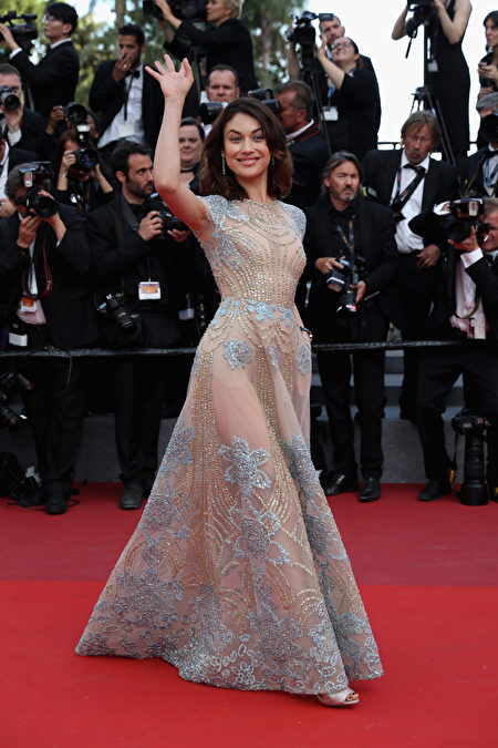 """CANNES, FRANCE - MAY 21: Olga Kurylenko attends the """"The Meyerowitz Stories"""" screening during the 70th annual Cannes Film Festival at Palais des Festivals on May 21, 2017 in Cannes, France. (Photo by Neilson Barnard/Getty Images)"""