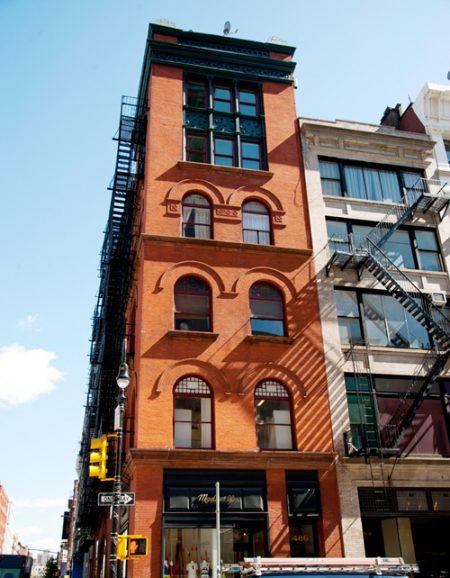 蘇活(SoHo)擁有世界上最大的鑄鐵建築群。整個紐約市大約有250棟鑄鐵建築,而其中大部分都在這裡。