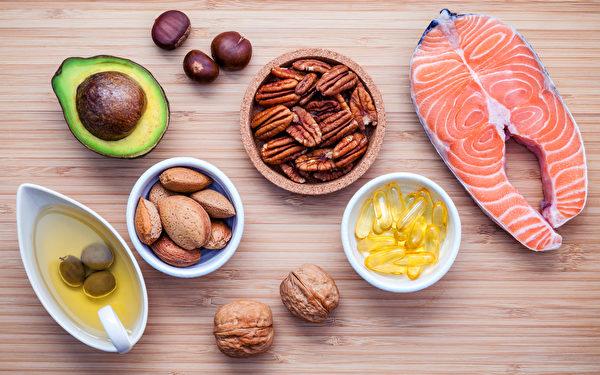 一些健腦食物富含ω−3脂肪酸和不飽和脂肪。(Kerdkanno/Shutterstock)