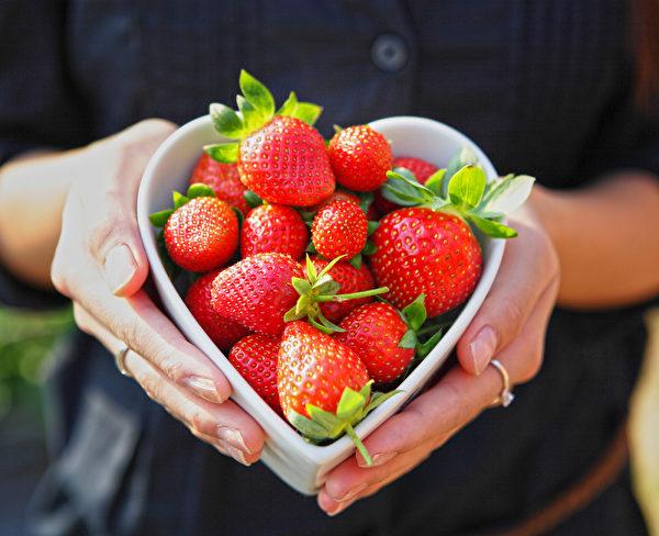 草莓。(leungchopan/shutterstock)