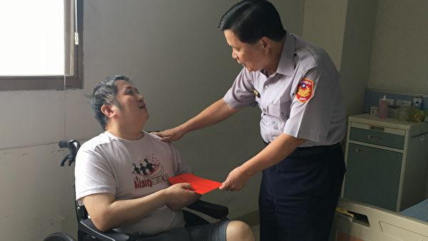 竹县警察节关怀情,局长温枝发慰问员警暖心。(新竹县警察局提供)
