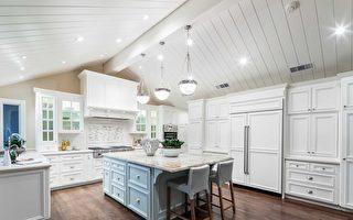 德立昂地產正在上市的一處Atherton高端房產,其純白廚房需要屋主細心呵護。(德立昂地產提供)