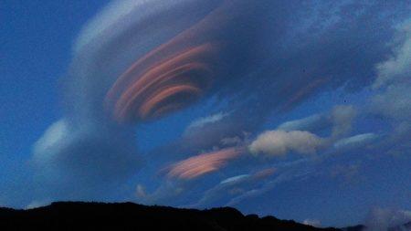 組圖:「彩色飛碟雲」台警拍攝到極美照片