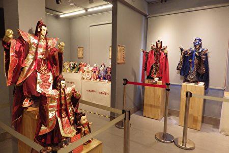 展场里展出徐炎卿第二代及第三代传人的作品。(廖素贞/大纪元)