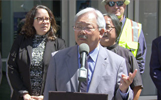 6月21日(周三),旧金山市长李孟贤在华埠宣布全市开始最大规模的LED节能路灯更换工程。(大纪元)